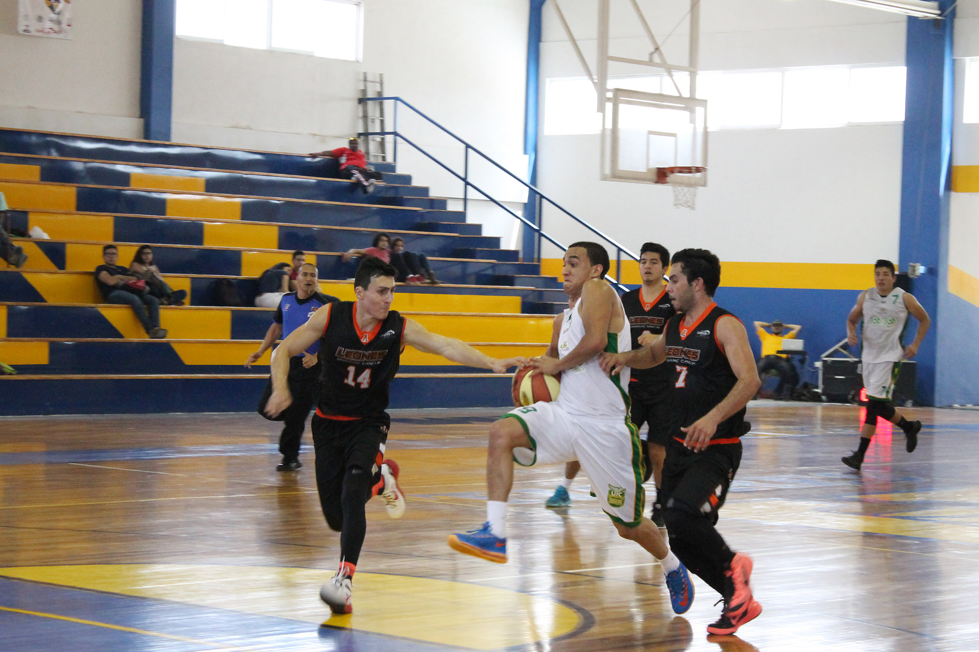 Universiada nacional 2015-basquetbol  ITESM Guadalajara vs Universidad Marista de Merida-foto Norma Martinez 2