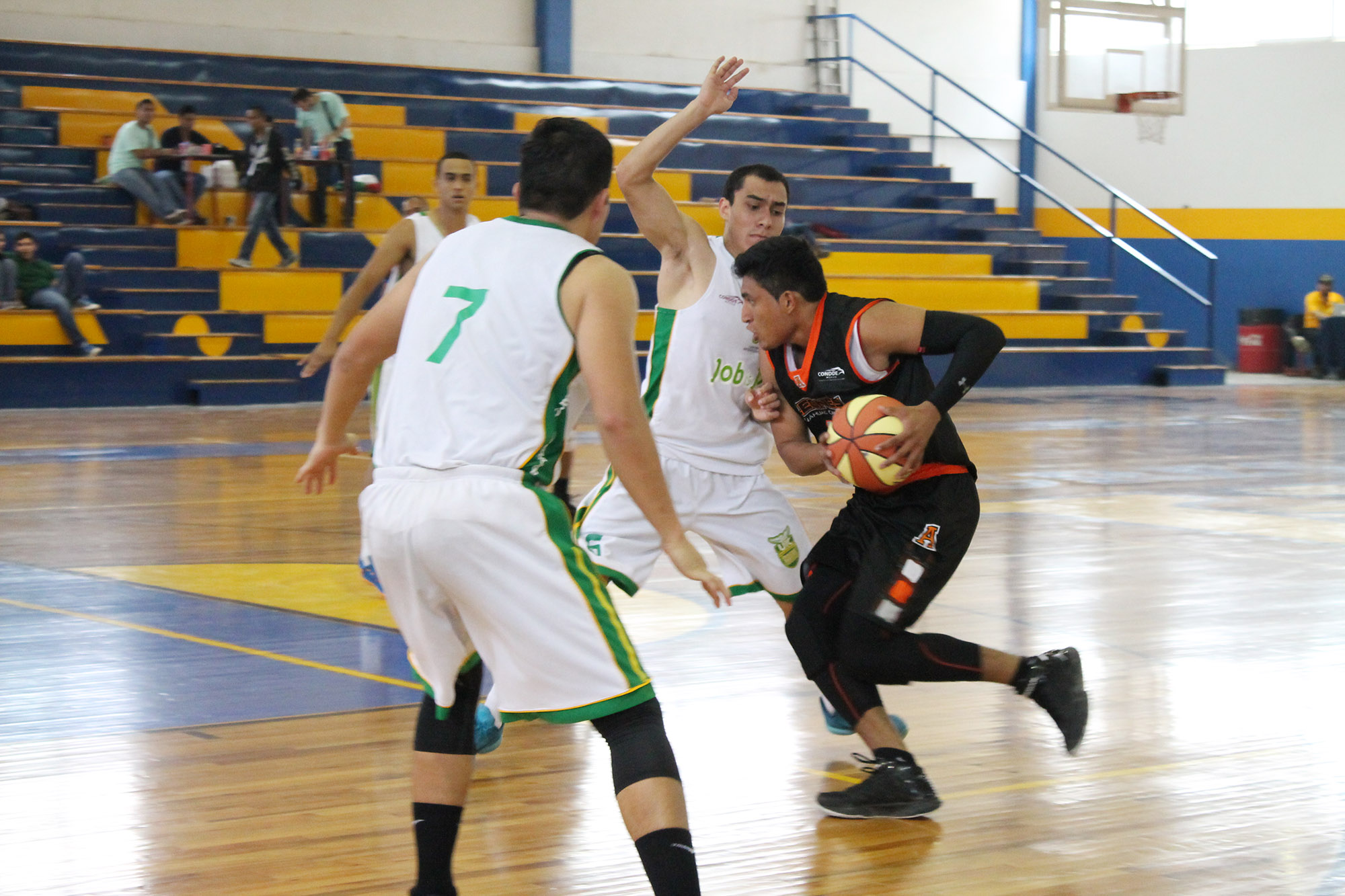 Universiada nacional 2015-basquetbol  ITESM Guadalajara vs Universidad Marista de Merida-foto Norma Martinez 8
